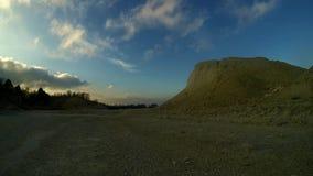 Kalksteenonderbreking en zonsondergang stock videobeelden