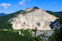 Kalksteensteengroeve in Bucegi-Bergen stock fotografie