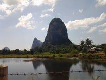 Kalksteinberg in Phangnga stockfoto