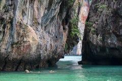Kalksteinhügel um Ladung islandParadise Insel in Krabi-Provinz, Süd-Thailand lizenzfreies stockfoto