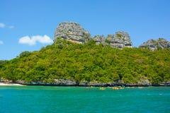 Kalksteininsel, Kayak fahrende Tätigkeit der Touristen bei Angthong Marine National Park von Thailand Stockfoto