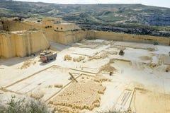 Kalksteinsteinbruchindustrie in Gozo-Insel Stockfotos