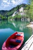 Kalksten Adrspach vaggar staden och bryter sten sjön - nationalpark av Arkivfoton