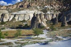 Kalksten och tuffen vaggar bildande i Cappadocia arkivfoton