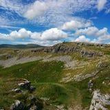 Kalkstenlandskap i de Yorkshire dalarna Royaltyfria Foton