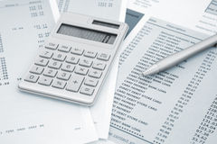 Kalkulator dalej, pióro i kredytowej karty oświadczenia Fotografia Royalty Free