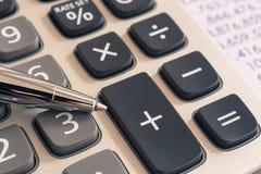 Kalkulator dla podatek księgowości usługa, rocznika filtr fotografia stock