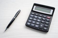 Kalkulator i pióro Zdjęcia Stock
