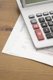 Kalkulator na banka oświadczeniu Zdjęcia Royalty Free