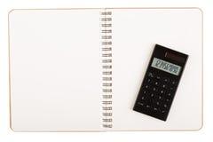 Kalkulator na książce z spirala drutem fotografia stock