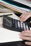 Kalkulator na stole Obrazy Royalty Free