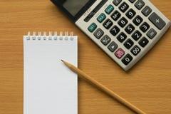 Kalkulator, notatnik i ołówek, Zdjęcia Stock