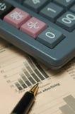 kalkulatora biznesowy wykres Zdjęcie Royalty Free