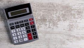Kalkulatora drewniany tło obraz stock
