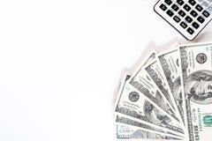 Kalkulatora lying on the beach na dolarów amerykańskich rachunkach na białym tle, pieniądze obraz stock