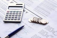kalkulatora monet pióro Zdjęcie Royalty Free