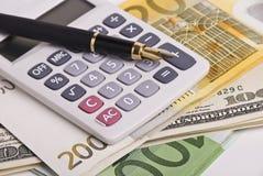 kalkulatora pieniądze pióro Fotografia Royalty Free