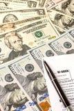Kalkulować liczby dla podatku dochodowego powrotu z piórem obrazy royalty free