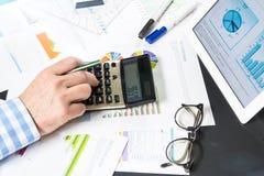 Kalkulować z biznesowymi dokumentami Obraz Stock