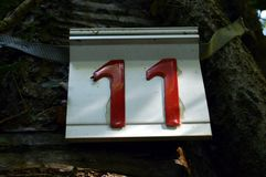 Kalkuluje jedenaście czerwień na bielu dnie Zdjęcie Royalty Free