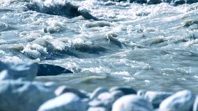 Kall bergflod arkivfilmer
