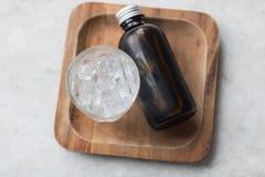 Kall brygd för kaffe i brun flaska Arkivbilder