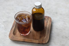Kall brygd för kaffe i brun flaska Royaltyfri Fotografi