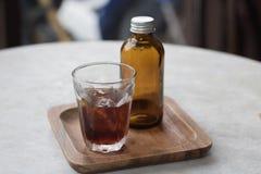Kall brygd för kaffe i brun flaska Arkivfoto