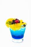 Kall fruktsaftdrink i bakgrund Arkivbild