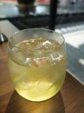 Kall grön tea Arkivbild