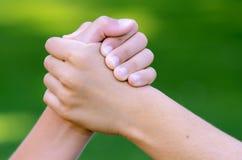 kall handskakning Arkivbild