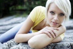 Kall kvinnlig modell royaltyfria foton