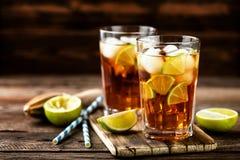 Kall longdrink eller lemonad royaltyfri fotografi