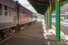 Kall morgon i Kaunas drevstation arkivbilder