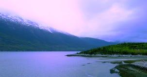 Kall morgon kryssning, Alaska, USA, Skagway port stock video