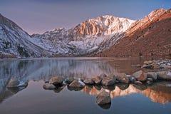 Kall morgon på straffånge sjön Arkivbilder