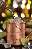 Kall Moskvamula - Ginger Beer, limefrukt och vodka arkivbild