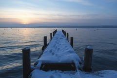 Kall ny afton i Januari på likesiden Royaltyfri Bild