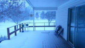 Kall snöig dag som ses från däck arkivfilmer
