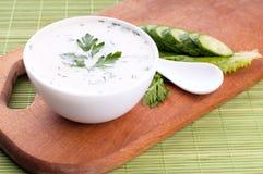 Kall soppa med avokadot Arkivbild