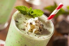 Kall uppfriskande mintkaramellchoklad Chip MilkShake Arkivbilder