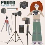 Kall vektoruppsättning av fotoutrustning och en bonus - rödhårig flickafotograf stock illustrationer
