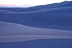 Kalla aftonfärger på den stora nationalparken för sanddyn Royaltyfria Bilder