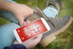 Kalla för hjälp med den smarta telefonen app Arkivbilder
