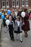 kalla först September 1, kunskapsdag i rysk skola Dag av kunskap första skola för dag Royaltyfri Foto