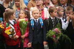 kalla först September 1, kunskapsdag i rysk skola Dag av kunskap första skola för dag Arkivfoton