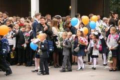 kalla först September 1, kunskapsdag i rysk skola Dag av kunskap första skola för dag Arkivbild