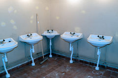 Kalla krigetbunkerbadrum royaltyfri foto