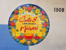 Kalla 8 Miami för tecken in lilla havannacigarr royaltyfri fotografi