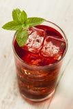 Kalla uppfriskande Berry Hibiscus Ice Tea royaltyfria foton